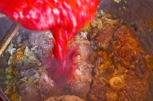 Кода алла ваччинара - добавить томаты в собственном соку
